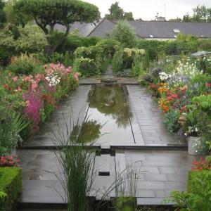 2015-7-31 Ireland formal pond flowers on sides